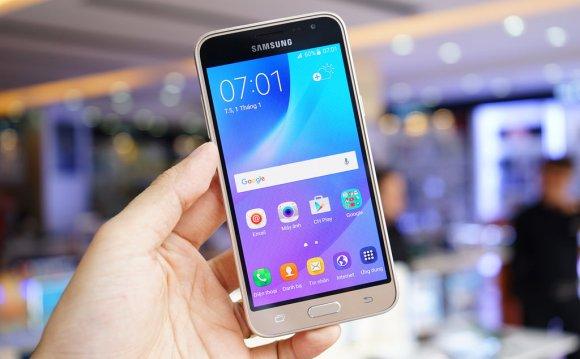 Samsung Galaxy J3 (2016)-экран