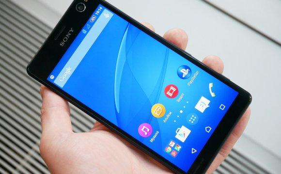 Sony Xperia C4 E5303 в руке