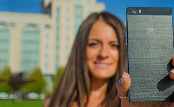 Смартфон Huawei P8 Lite внешне